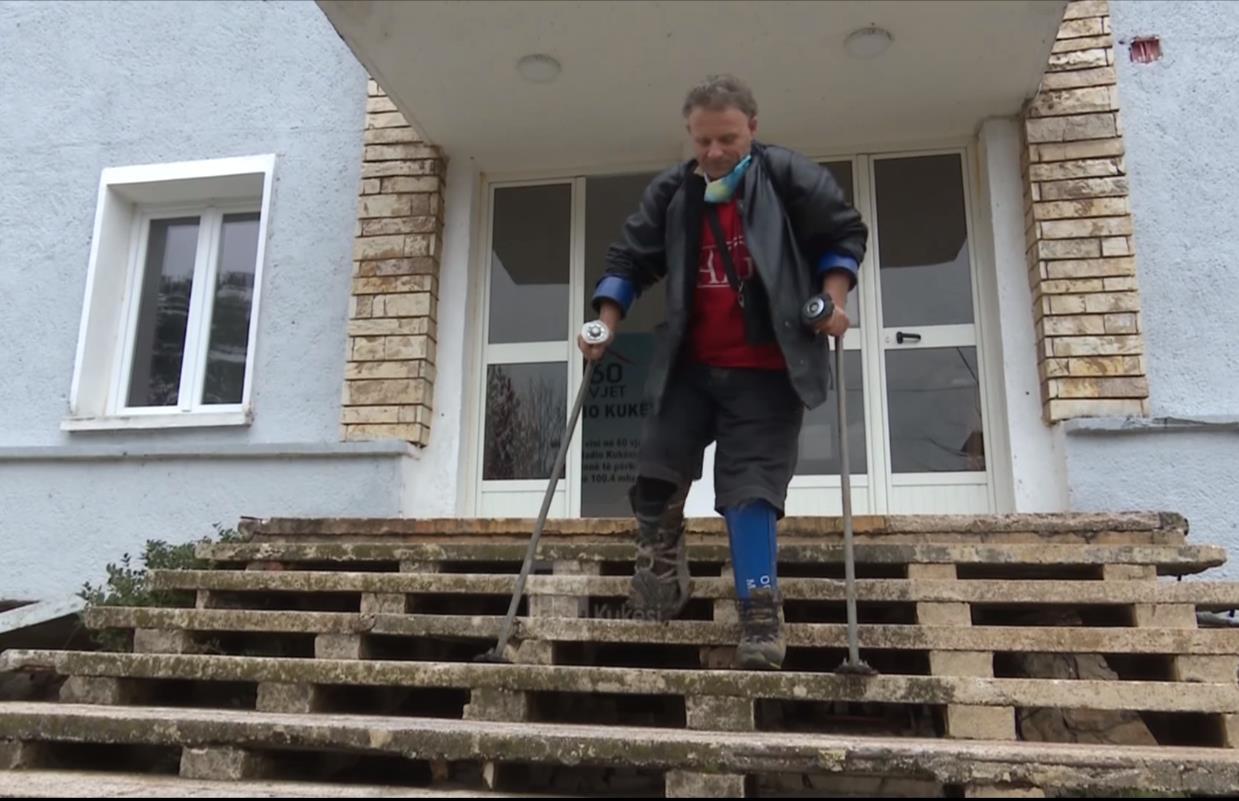 I braktisur nga shteti/ Shaqir Koloshi i mbijetuari i minave serbe kërkon ndihmë