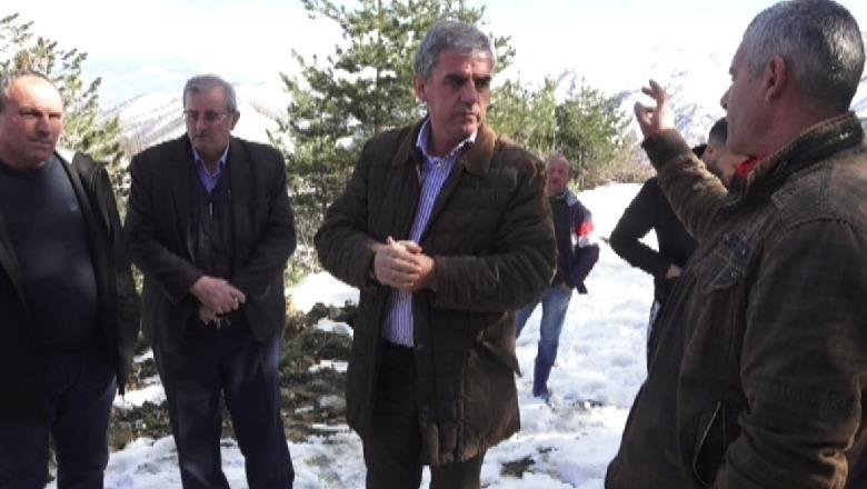FOTO/ Prej 1 muaji të bllokuar bashkia e Kukësit nuk kujtohet për fshatrat e Malziut