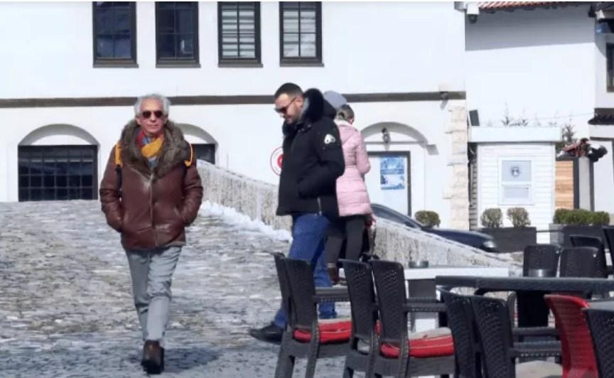 Gazetari Orhan Galushi kthehet në Prizren për t'i ndihmuar bashkëqytetarët romë