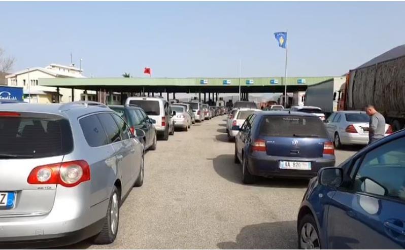 Fluks në Morin, qindra automjete në radhë në pritje të procedurave