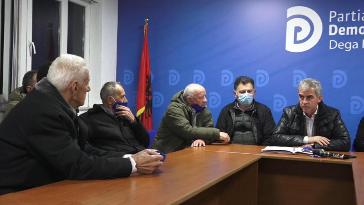 VIDEO/ Flamur Hoxha me ish-të përndjekurit në Kukës: PD do të ofrojë mbështetje serioze