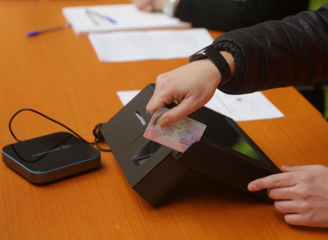 Sot në Kukës testohet pajisja e identifikimit elektronik për zgjedhjet