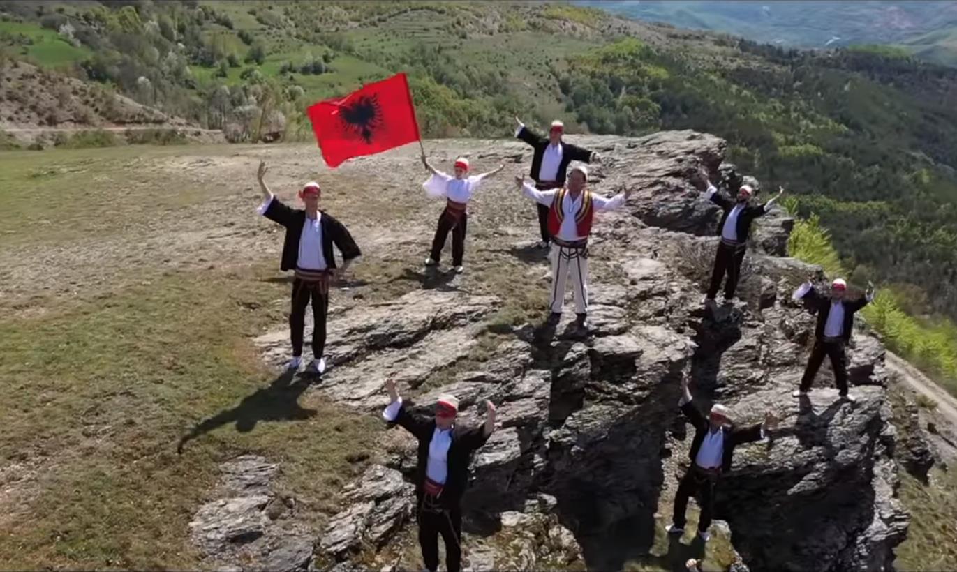 VIDEO/ Një këngë për Han Kotarjen