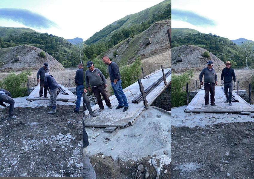 FOTO/ Banorët e Çajës ndërtojnë vetë urën