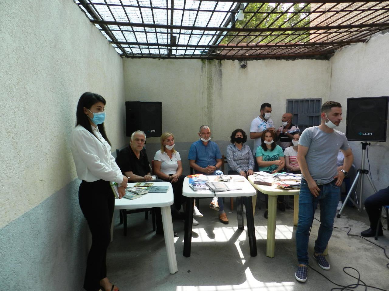 FOTO/ 'Bisedë për librin' Petrit Palushi takim me të paraburgosurit në Kukës