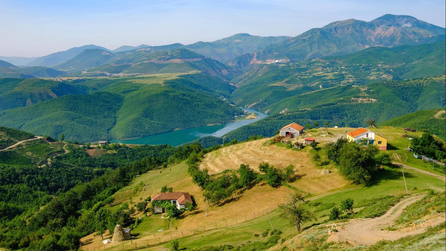 FOTO/ BBC Travel reportazh në Kukës: Bimët e maleve shqiptare që na bëjnë të dukemi të rinj
