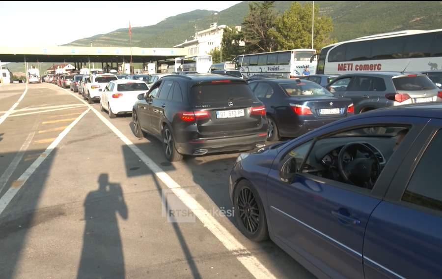 Mijëra pushues kalojnë fundjavën në Shqipëri/ Kërkesa: Hiqeni kufirin